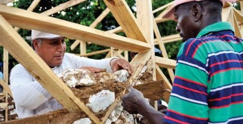 Wiederaufbau mit lokalen Bautechniken